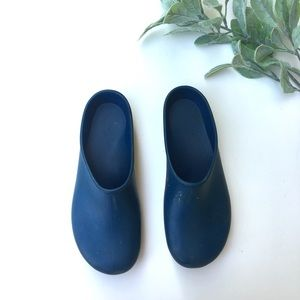 Sloggers blue slip on rubber gardening shoes